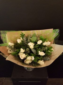 Bouquets: White Rose Bunch